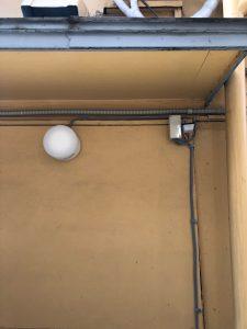 防犯のために外壁照明と明るさセンサーを設置です!